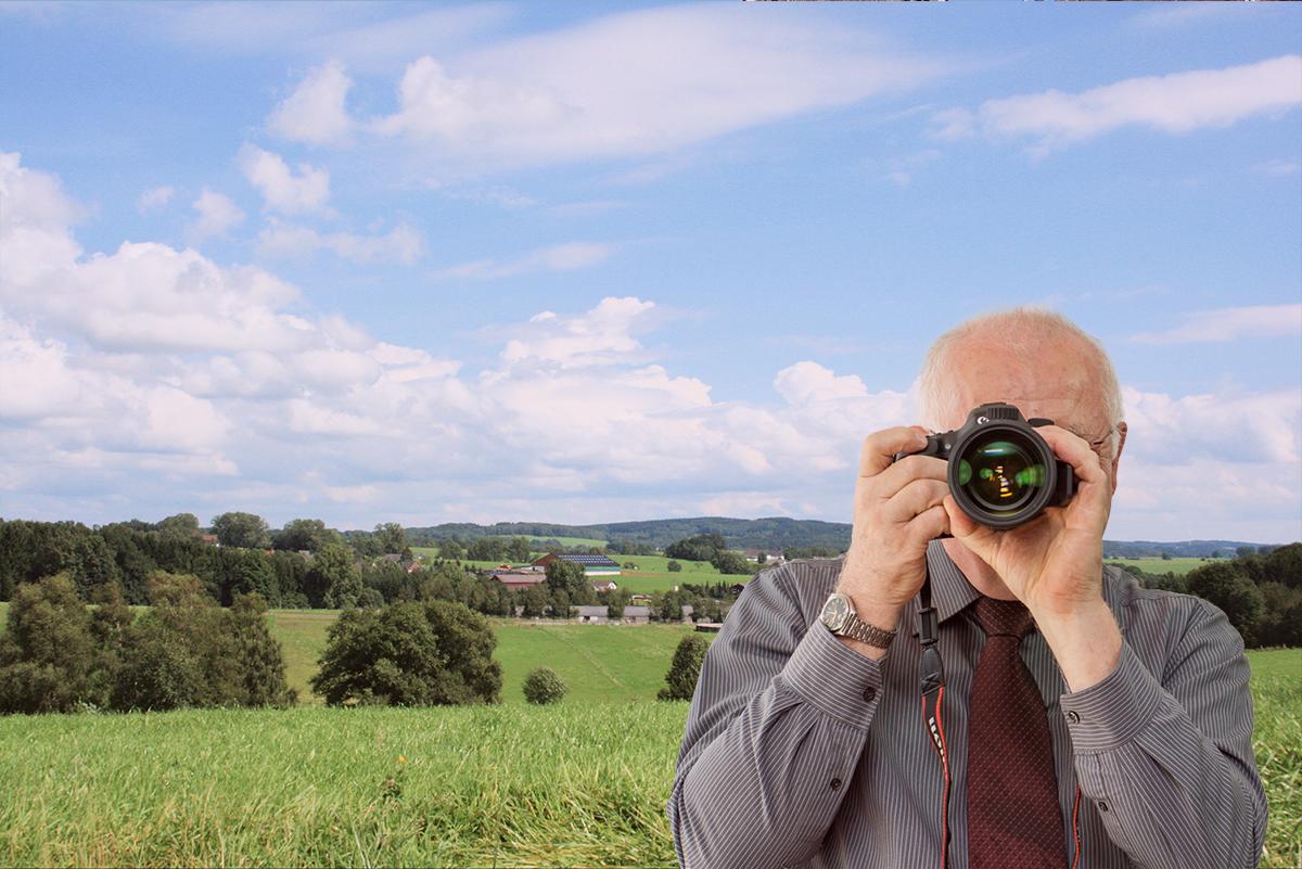 Landschaftsaufnahme von Much, Detektiv zeigt Daumen nach oben, Schriftzug: Unserer Detektei ermittelt für Sie in Much !
