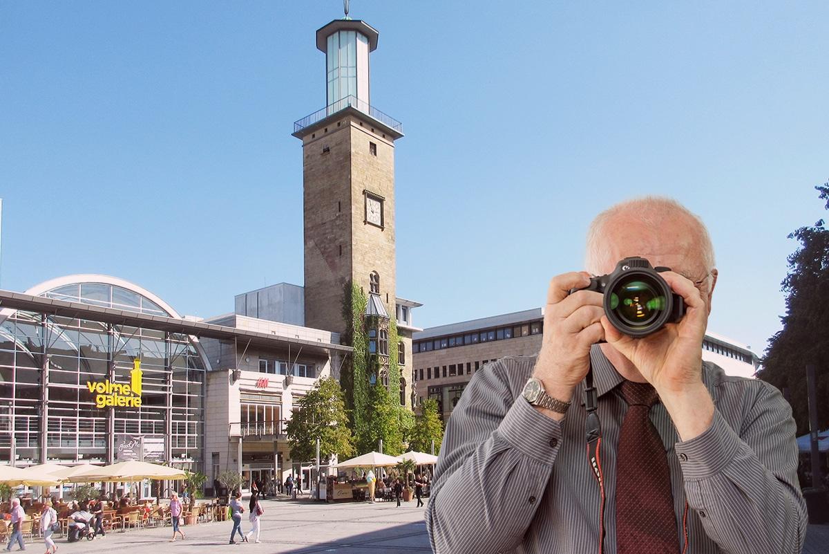 Detektiv der Detektei fotografiert am Rathausplatz in Hagen