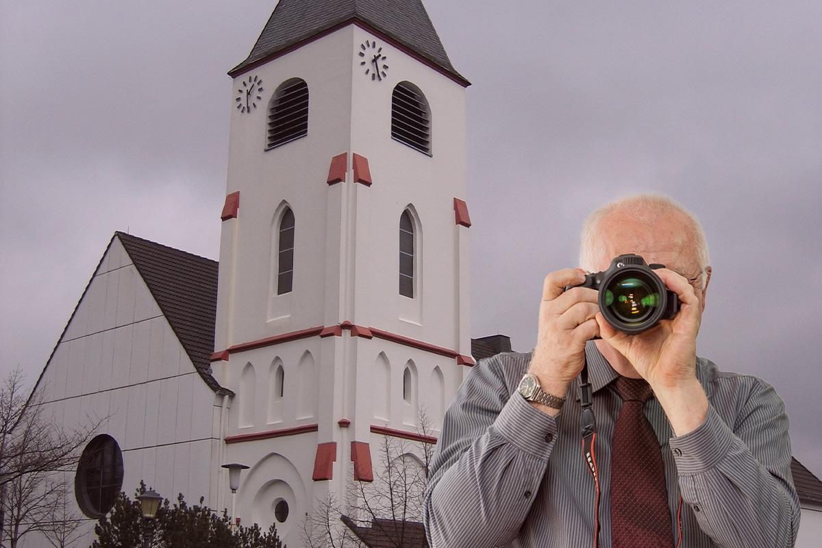Nikolaus Kirche in Kall, Detektiv zeigt Daumen nach oben, Schriftzug: Unserer Detektei ermittelt für Sie in Kall !