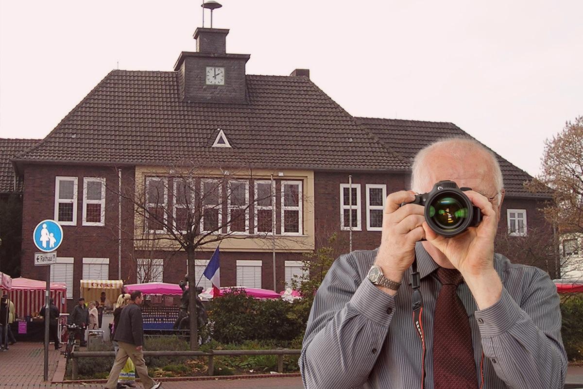 Stadthalle Monheim, Detektiv zeigt Daumen nach oben, Schriftzug: Unserer Detektei ermittelt für Sie in Monheim !