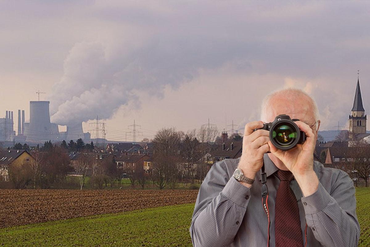 Panomramabild Rommerskirchen, Detektiv zeigt Daumen nach oben, Schriftzug: Unserer Detektei ermittelt für Sie in Rommerskirchen !