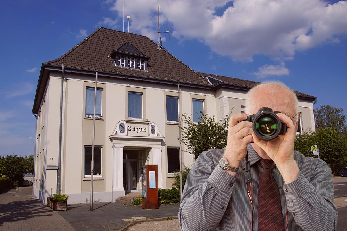 Luftbild von Weilerswist, Detektiv zeigt Daumen nach oben, Schriftzug: Unserer Detektei ermittelt für Sie in Weilerswist !