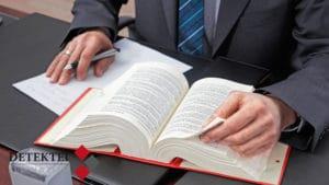 Fachanwalt für Arbeitsrecht spricht fristlose Kündigung aus