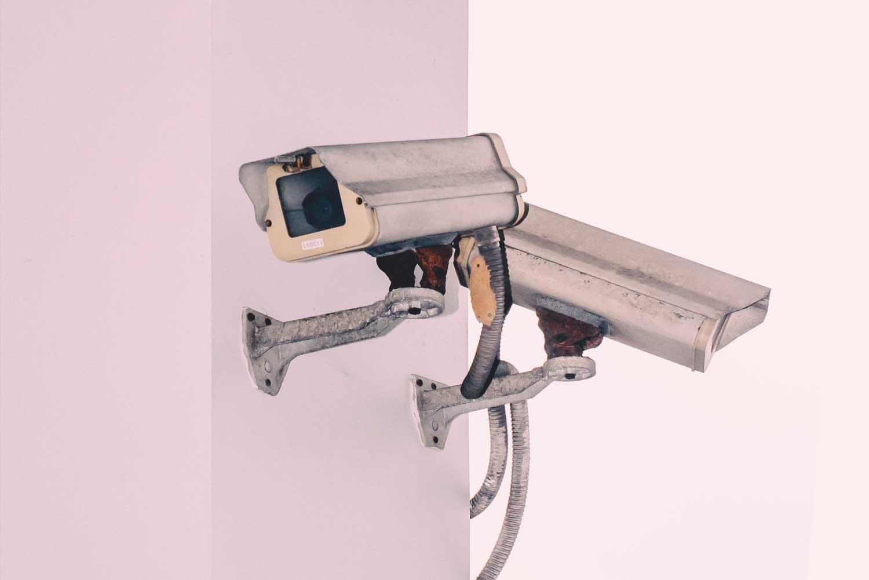 Videokamera an Wand